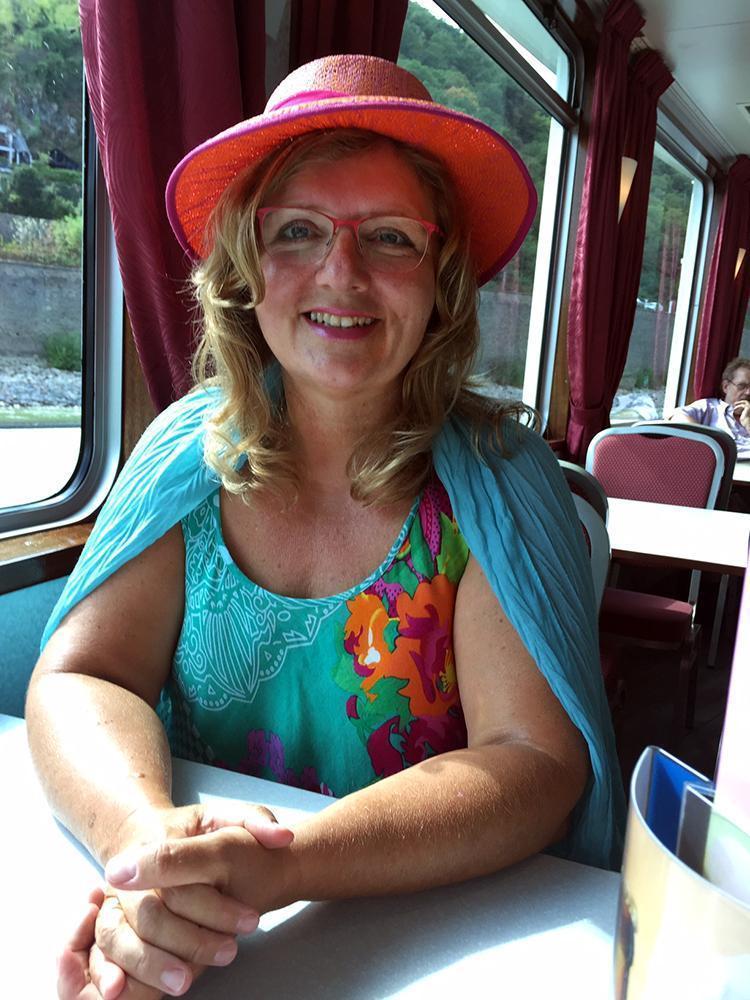 Claudia Dedden auf dem Rhein